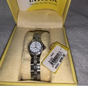 brand new women's invicta watch B126